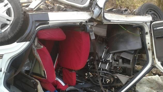 U Třeboně dodávka smetla dvě auta. Ve favoritu zahynuli dva muži.