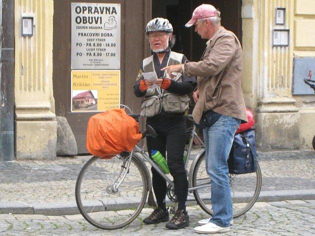 Japonský cykloturista v Jindřichově Hradci.