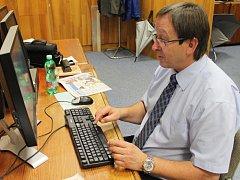 Starosta J. Hradce Stanislav Mrvka odpovídal v redakci Jindřichohradecjého deníku.