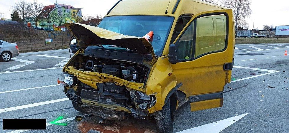 Tragický střet osobního vozidla a dodávky v J. Hradci pod Penny.