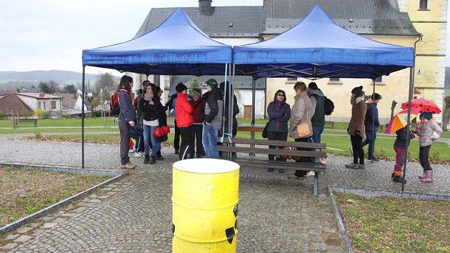 Pochodu proti zamýšlenému vybudování úložiště radioaktivního odpadu v Deštné.