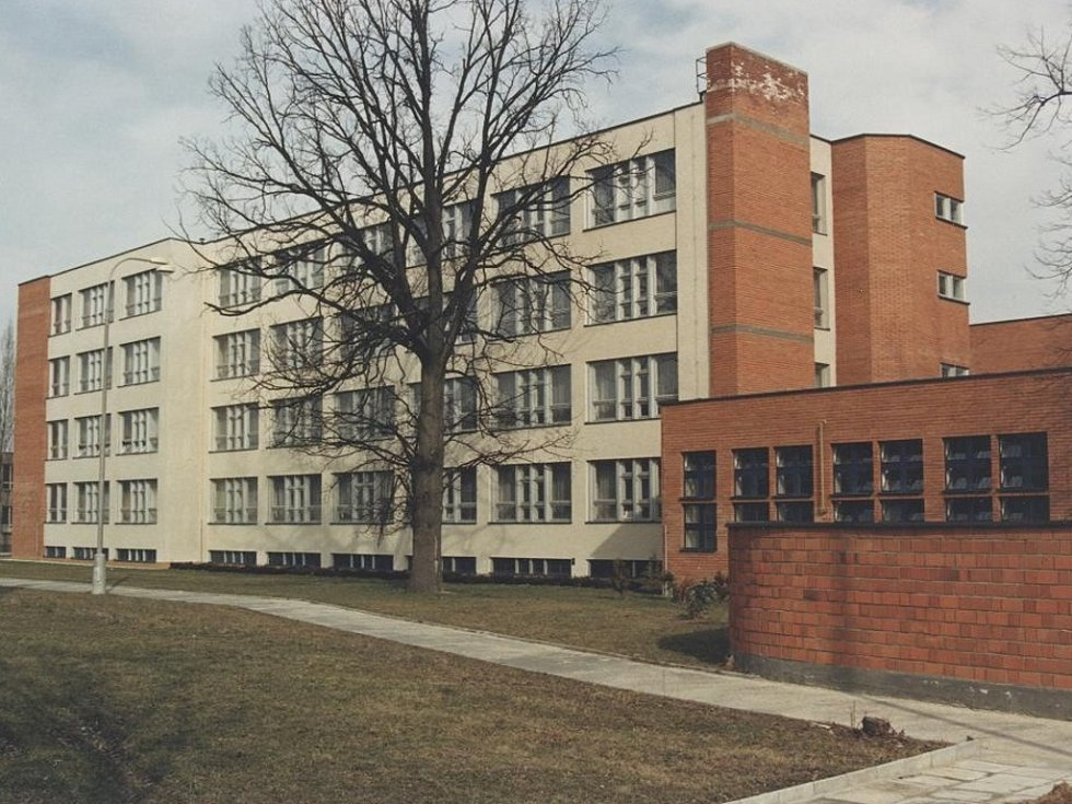 Fakulta managementu v J. Hradci. Pohled na budovu tehdejšího Kokosu.