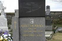 Hrob Augustina Mrvky, který padl u Dačic, je v Jakubově u Moravských Budějovic