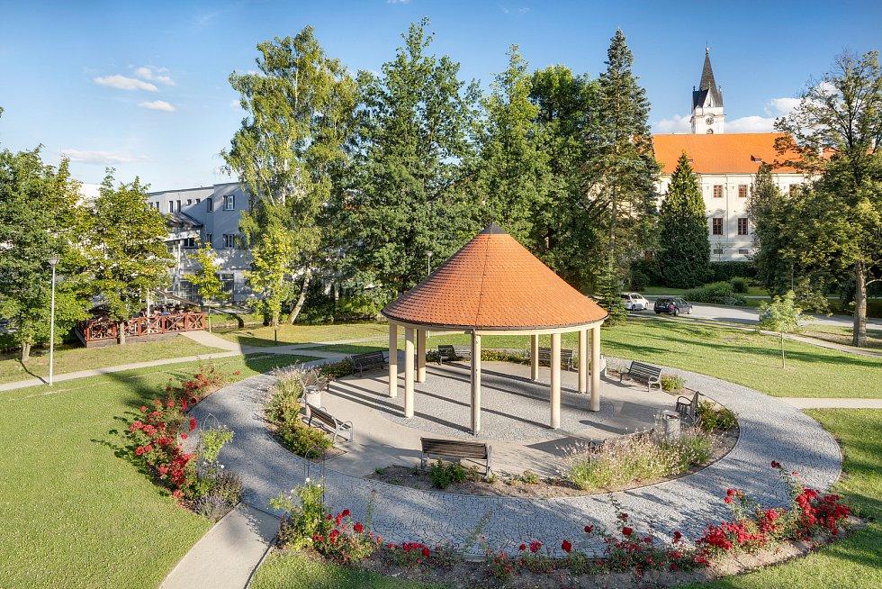 Bertiny lázně mají v Třeboni tradici od založení v roce 1883 učitelem Václavem Huckem. K léčení používají přírodní zdroj slatinu, která je blahodárná na pohybový aparát, revma, poúrazové a pooperační stavy.