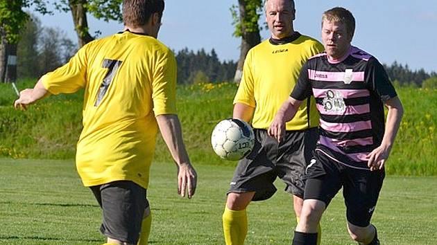 Fotbalisté Popelína remizovali se Staňkovem 2:2.
