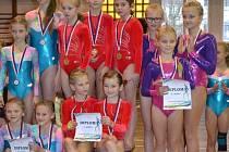 Družstvo gymnastek hradeckého Slovanu stanulo na nejvyšším stupni v kategorii žákyň C.