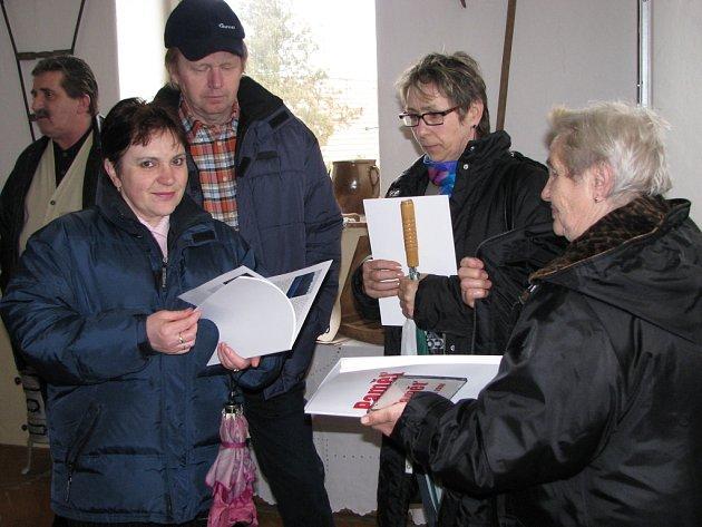 V neděli odpoledne pokřtili v Roseči knihu a CD nazvané Paměť.