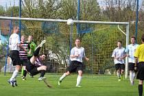 Fotbalisté Popelína překvapivě zvítězili v 21. kole okresního přeboru na hřišti třetího Kunžaku 3:0 a učinili tak výrazný krok k záchraně.