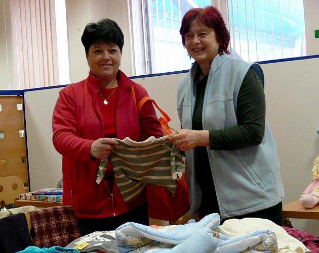 Burzu dětského oblečení organizují v Třeboni členky z klubu Mája (na snímku).