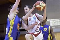 Ve třetím semifinále play off zvítězili basketbalisté Lions nad Ústím nad Labem 115:96. Na snímku v akci Jiří Holanda.
