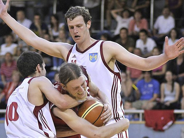 Basketbalisté Lions J. Hradec podlehli ve finálové sérii I. ligy Chomutovu 1:3 na zápasy.