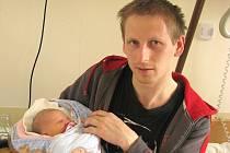 Petr Jaroš se narodil 23. dubna 2014 ve 20 hodin a 58 minut Monice Kmošťákové a Jindřichu Jarošovi z Nové Včelnice. Vážil 3490 gramů a měřil 50 centimetrů.