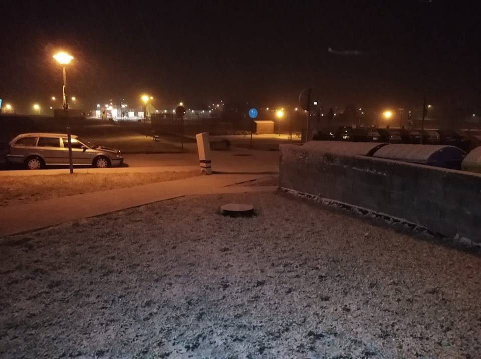 V neděli večer začalo sněžit. Dačice.