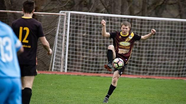 Včelnický záložník Marek Petráš dvěma góly rozhodl duel s Nemanicemi.