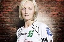 Reprezentační spojka  Alena Vojtíšková začínala s házenou v Třeboni, postupně hájila i barvy Jindřichova Hradce a pražské Slavie. V současnosti hraje  v německé bundeslize.