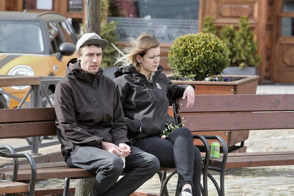 Jiří Machač z Tábora svolal další demonstraci protestující proti anticovidovým opatřením. Dvě desítky účastníků se tentokrát sešly v sobotu ve 14 hodin v Jindřichově Hradci.
