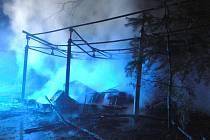 Požár přístřešku v dětském táboře u Františkova na Suchdolsku.