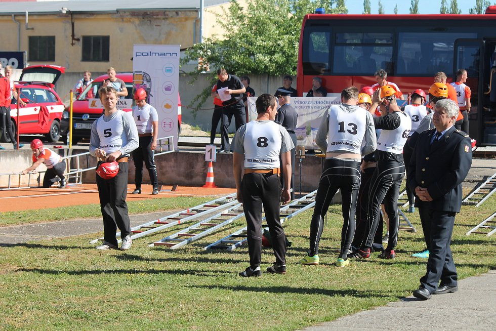 Krajské klání sedmi jihočeských hasičských týmů se konalo v pátek 9. června v Jindřichově Hradci.
