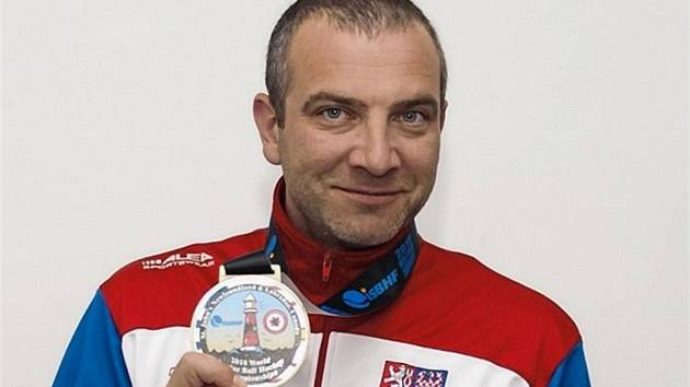 Jan Donauschachtl slavil v hokejbalu úspěchy jako hráč i kouč.