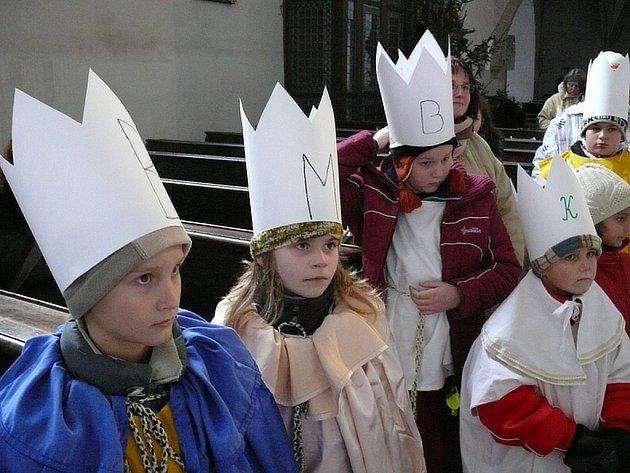Třeboňští koledníci dostali v kostele Panny Marie Královny a svatého Jiljí požehnání od pátera Huga Pitela.