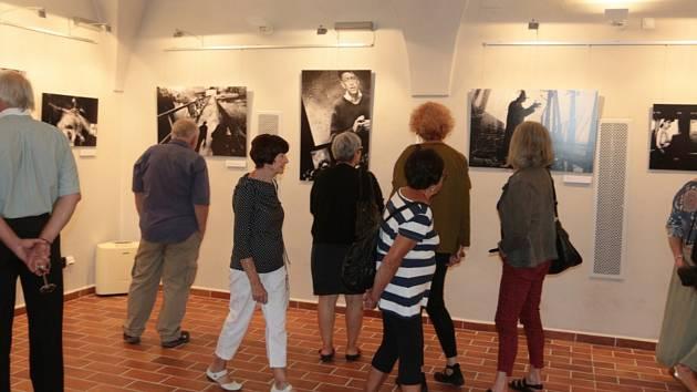 Vernisáž výstavy Moskevské noci a portréty osobností.
