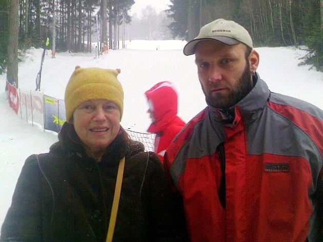 Na snímku je známá herečka Iva Janžurová s managerem Ski klubu Čihadlo Radkem Průšou.