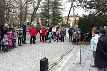 U památníku Obětem zla si Třeboňáci připomněli 17. listopad.