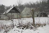 Pohled na opuštěné stavení, kde se v listopadu 2012 stala rodinná tragédie.