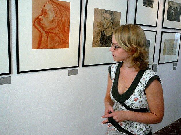 Z vernisáže výstavy, na které prezentuje obrazy a grafiky jindřichohradeckého rodáka Roberta Piesena.