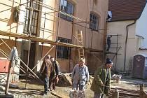 Hned tři historické objekty v centru Jindřichova Hradce procházejí rozsáhlou rekonstrukcí, hotovo má být do dvou let .