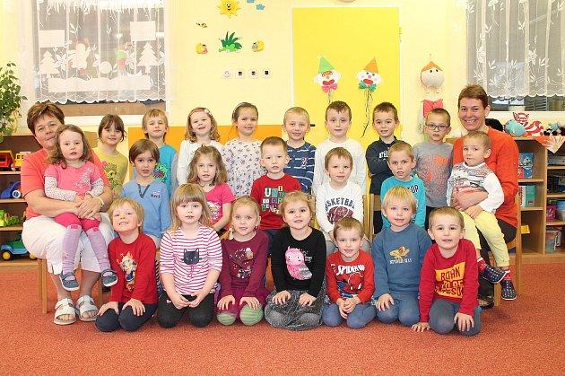 Na odloučeném pracovišti 1.mateřské školy vJindřichově Hradci Pod Kasárny mají čtyři třídy. Jdou znich je třída Ovečka.