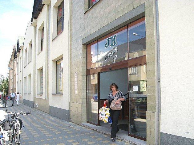 Obchodní dům JH Markt v Jindřichově Hradci.