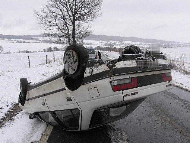 Dopravní nehoda mezi Klášterem a Podlesím.