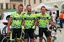 Pro domácí hospicovou péči Sdílení našlapali Radomír Švec, Jakub Švec a Martin Švec celkem 555 kilometrů za jeden den.