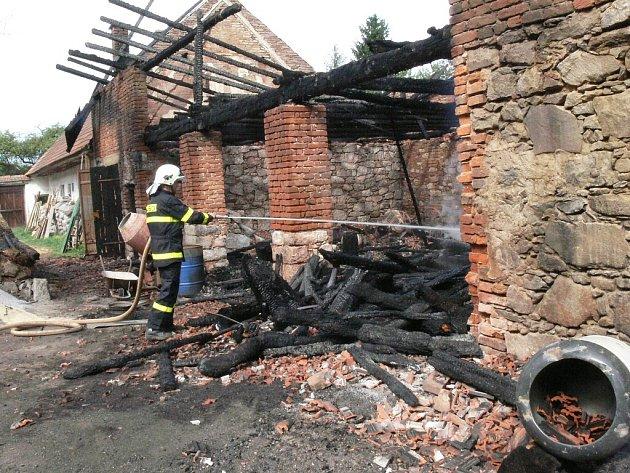 Požár stodoly v Horní Olešné.