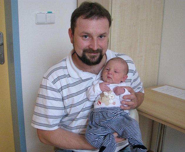 Nela Nováková z Malého Pěčína se narodila 22. října 2011 Jaroslavě Novákové a Petru Novákovi. Měřila 51 centimetrů a vážila  3 440 gramů.