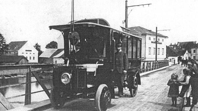 HISTORICKÝ TROLEJBUS Mercedes-electrique-Stoll Gmünd z roku 1907.