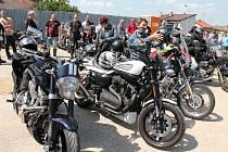 Na Dačickou Dračí jízdu dorazilo víc než 150 motorek.