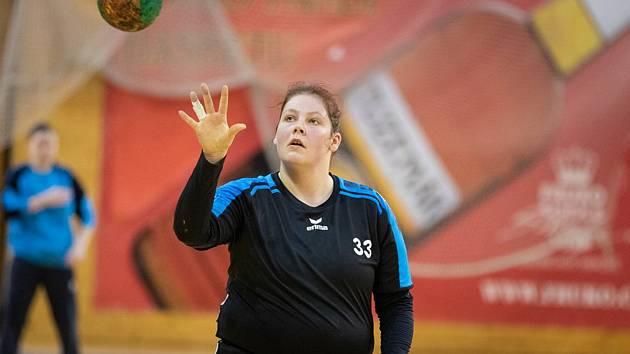 Gabriela Zahradníková byla v zápase ve Velkém Meziříčí velkou oporou hradeckých házenkářek, které tam zvítězily 29:26.