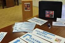 Pro okrsnové volení komise už je většinou vše připraveno. Snímek je z volební místnosti ve Starém městě pod Landštejnem