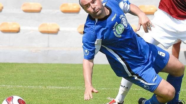 Fotbalista Viktor Lavička dres divizní Jiskry už oblékat nebude. Není bez zajímavosti, že  před patnácti lety hájil i barvy jindřichohradeckého Slovanu  v jeho krátké divizní éře.