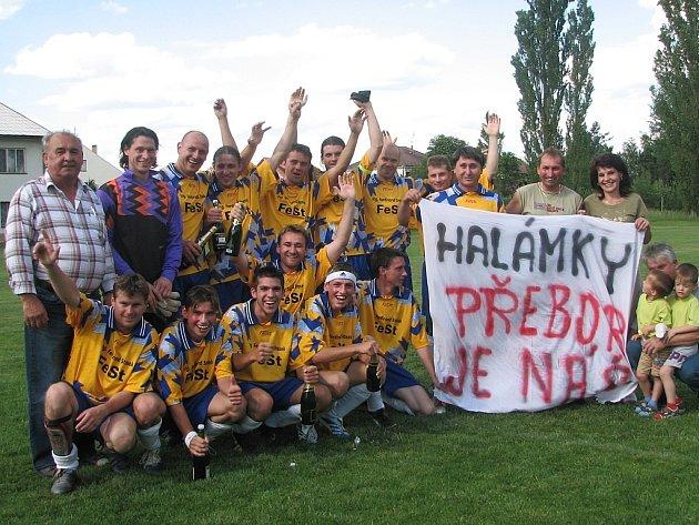 Velká radost fotbalistů Sokola Halámky  zavládla v neděli kolem sedmnácté hodiny na hřišti v Břilicích. Halámky nenechaly nic náhodě,  nad svým protivníkem  v závěrečném utkání okresní soutěže zvítězily 4:2  a jsou znovu účastníkem okresního přeboru.