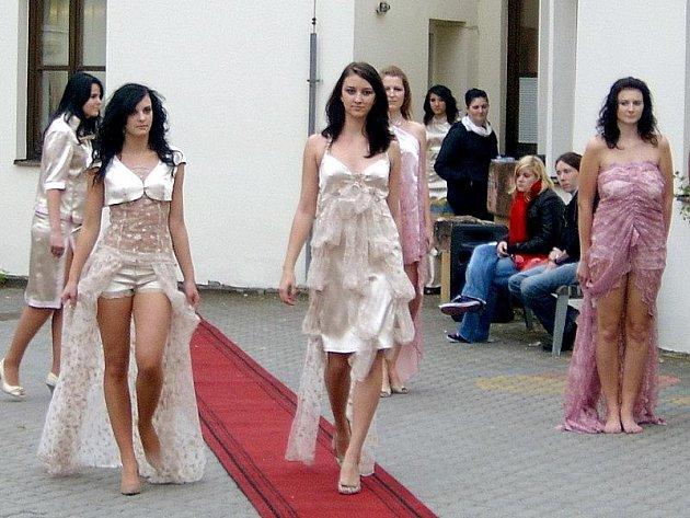 Modní přehlídka modelů třeboňských. Ilustrační snímek.