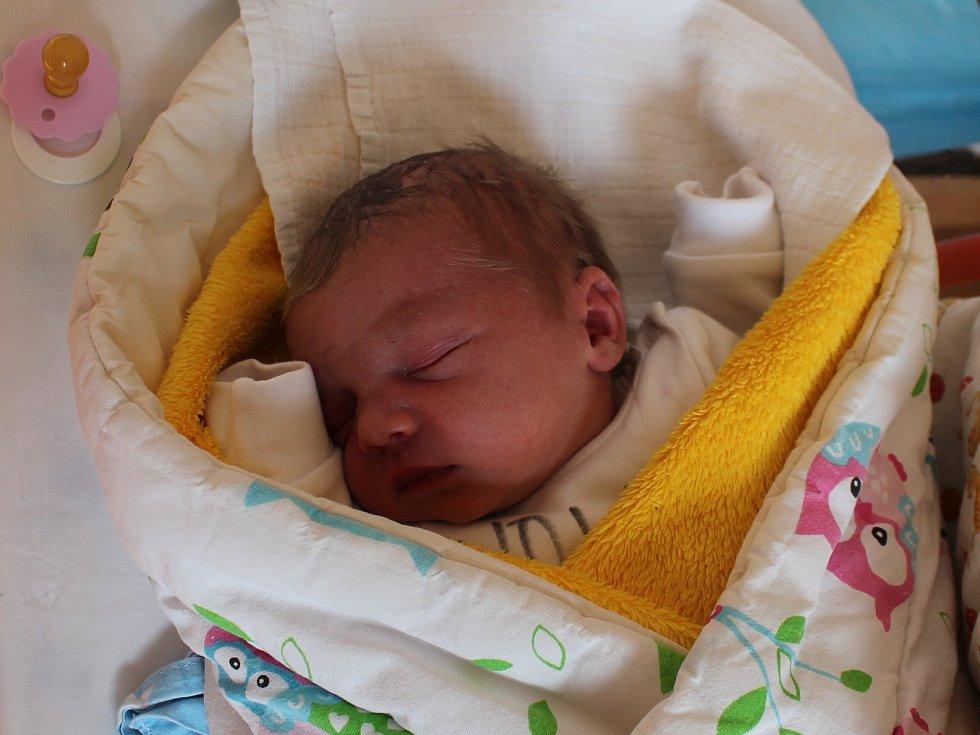 Matyáš Martin Knobloch.Narodil se 31. března Ditě Hrodějové a Lukáši Knoblochovi, vážil 3 310 gramů a měřil 48 centimetrů.