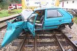 Srážka auta s vlakem na přejezdu v Dačicích.