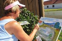 Účastnicí kurzu byla i Marie Šmolová z Prahy (na snímku u rybníka v Žíteči).