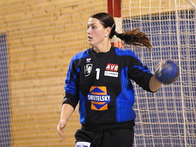 Jedničkou mezi tyčemi bude i v nadcházejícím ročníku interligy brankářka Eva Bezpalcová.
