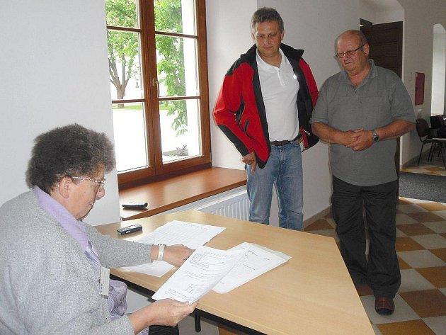 Mezi prvními na přebíracím místě v Třeboni byli zástupci z Dunajovic.
