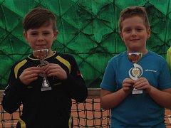 Jindřichohradečtí tenisté Filip Bryol (vlevo) a David Matoušek.
