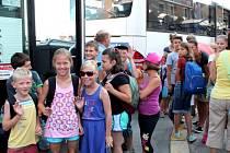 Druhý turnus dětí odjel z Jindřichova Hradce na Klepákův mlýn na letní tábor..
